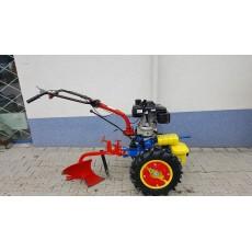 Malotraktor jednonápravový s pluhom